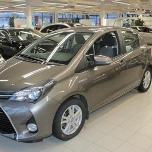 Toyota Yaris Hybrid automaattivaihteistolla ja pienellä mittarilukemalla!
